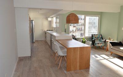 Combinando conceptos y materiales modernos en la cocina